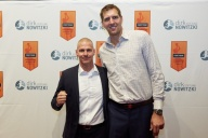 Michael Schiefer, MS Security Berlin, und Dirk Nowitzki